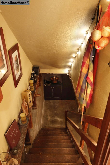 1618_34stairs to basement
